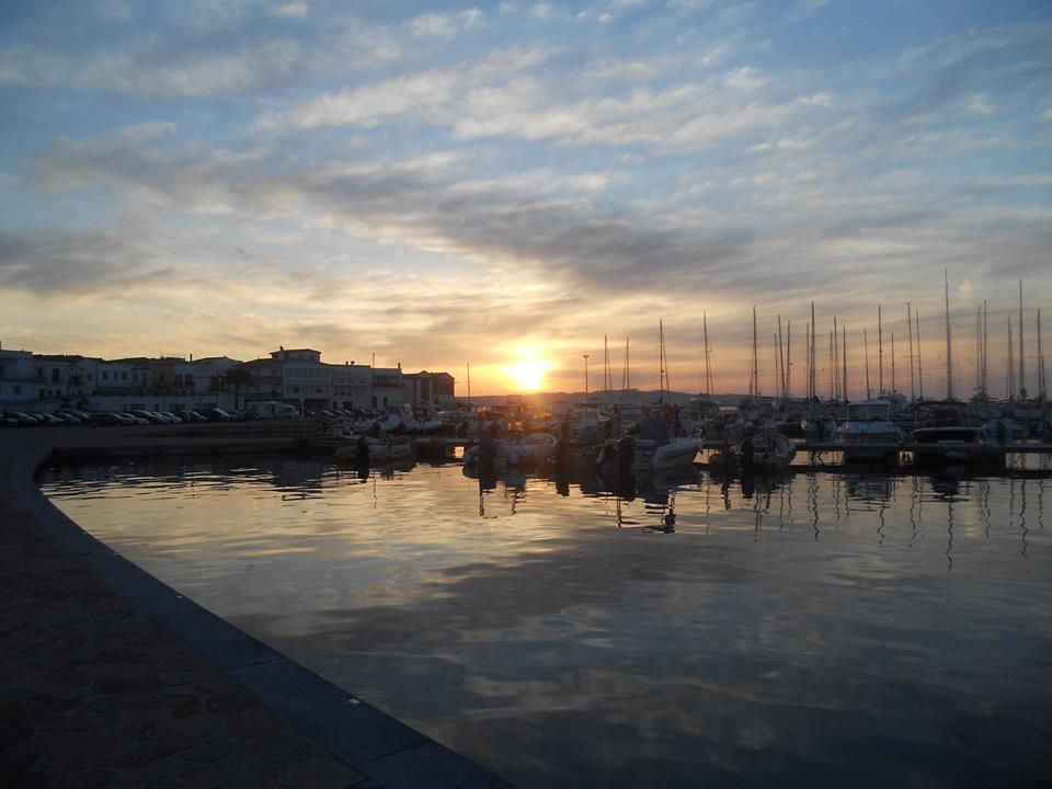Il porto turistico al tramonto